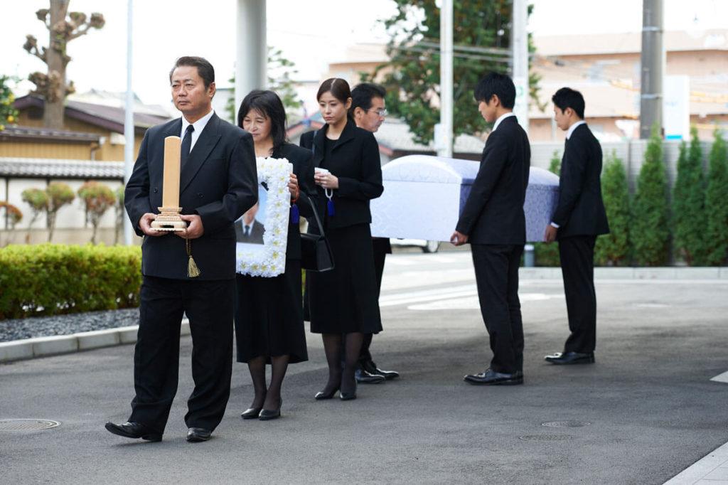 家族葬とは?費用や香典、流れ、メリット・デメリット